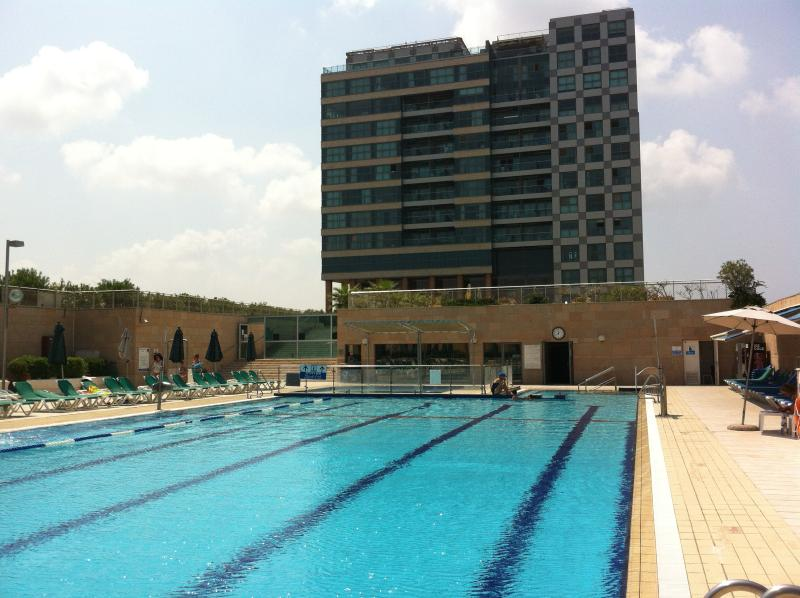 Okeanosbamarina Loft great sea view pool and beach, holiday rental in Ramat Hasharon