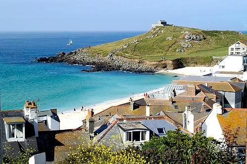Situated above Porthmeor Beach and the Tate Gallery with views of the Island