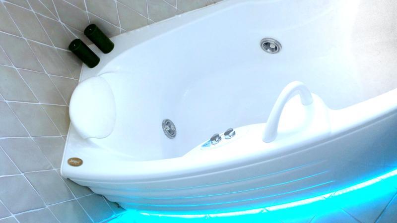 A genuine Jacuzzi bath