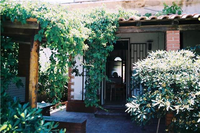 vista del portico posteriore, una piccola oasi di pace e di fresco