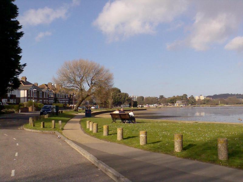 Outras vistas do 55acre Boating Lake em Poole Parque