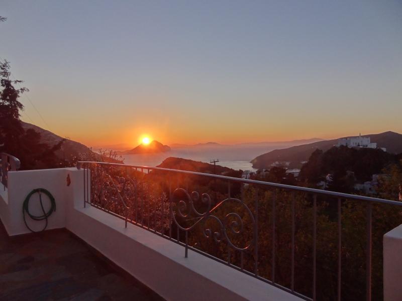 Villa Fenia, location de vacances à Katapola