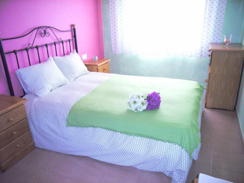 Una habitación grande y cómoda, muy confortable...necesitáis la cuna?
