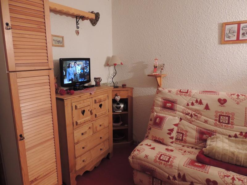 coin salon avec tv ecran plat