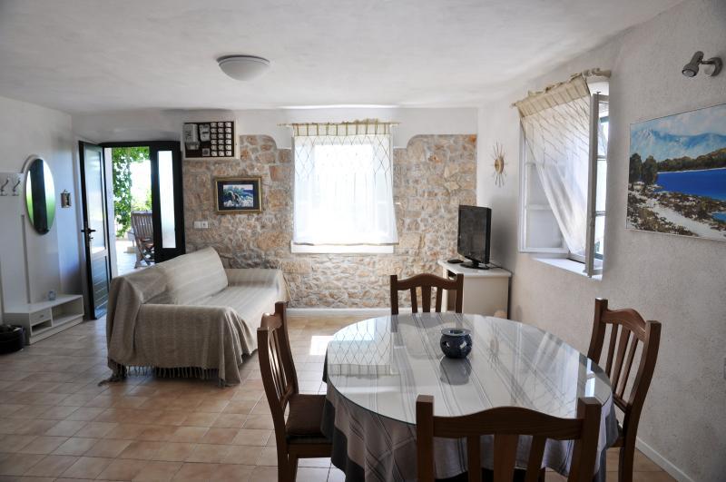 Pinta Lumbarda (5 per.), vacation rental in Lumbarda