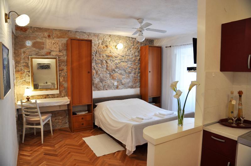 Pinta Lumbarda (apartment for 2/A), vacation rental in Lumbarda