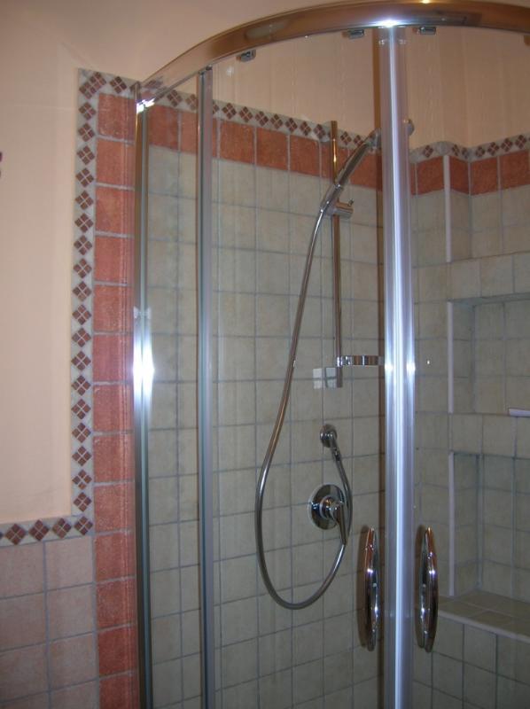 Box Dusche im Badezimmer. Big apt. im Erdgeschoss