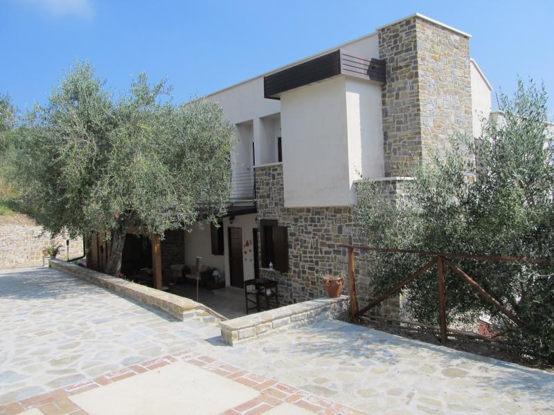 Casal Finocchito 'Scirocco' appartamento trilocale, vacation rental in Cicerale