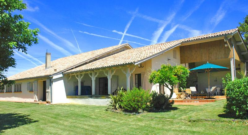Damouran, holiday rental in Peyriere