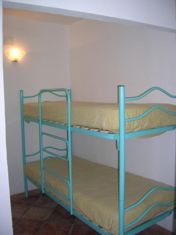 Space with bunk bed. Smallapt
