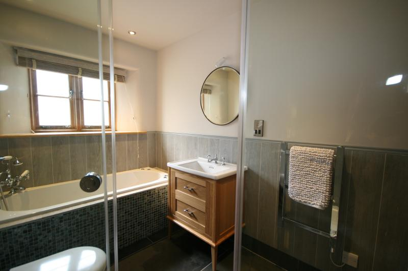 Main bathroom with spa bath