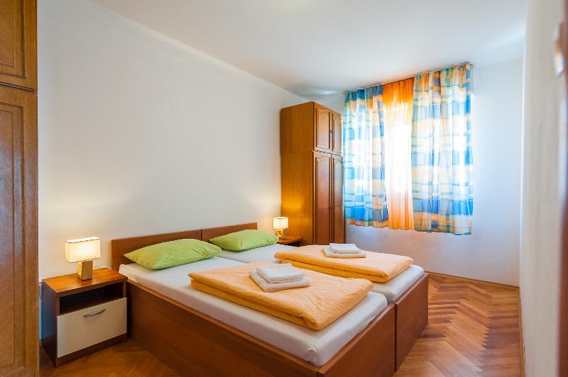 Apartments Iva 2+2, holiday rental in Stobrec