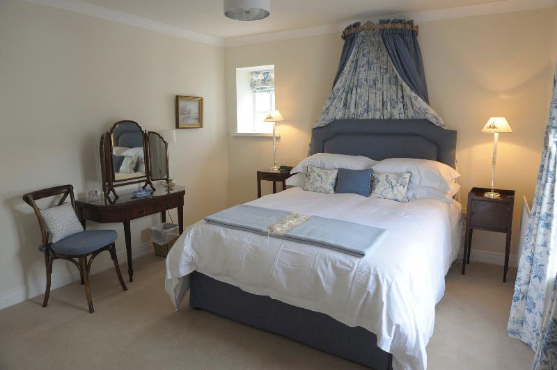 'Mayfly Room'master bedroom, a stunningly pretty room, top quality Hypnos King-size Half-T