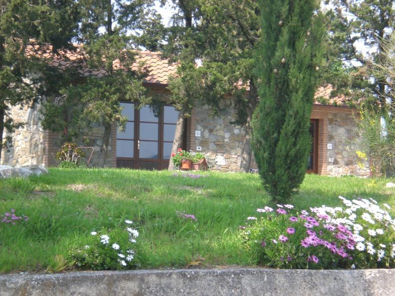 PODERE CONDOVINO - Villetta bifamiliare indipendente, holiday rental in Orciano Pisano