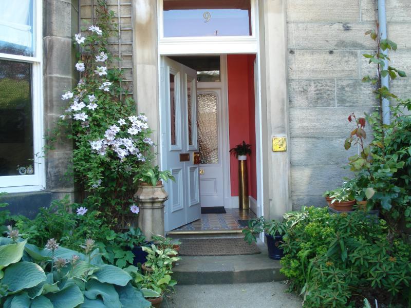 Välkommen till 9 Dryden Place, Edinburgh