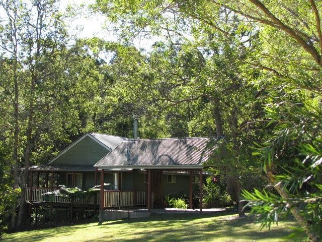 Bottlebrush Cottage is fully self-contained and air conditioned and sleeps up to four persons.
