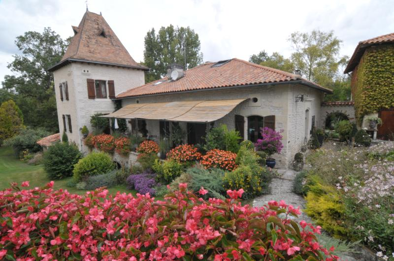 La Tour, holiday rental in Brie-sous-Chalais