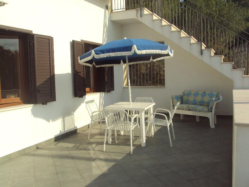 Residenza Piccolo Uliveto-Trilocale al 1° piano, holiday rental in San Menaio