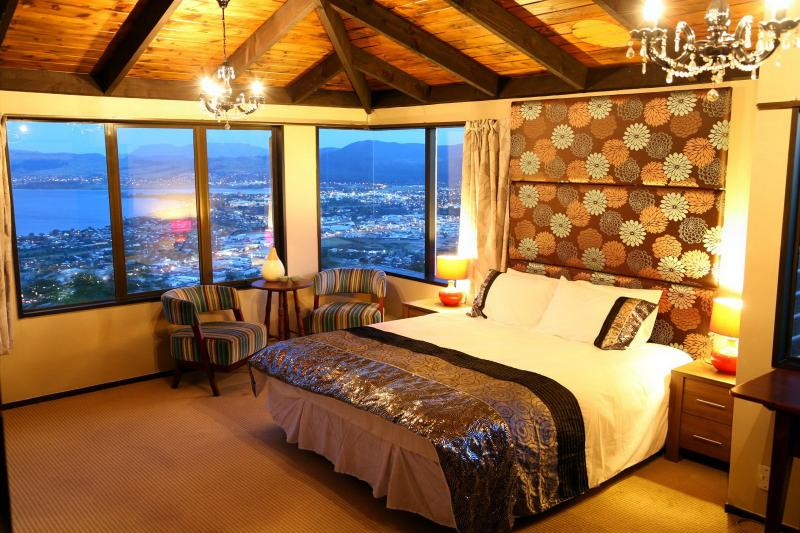 Master Bedroom ensuite。 Very spacious with great view