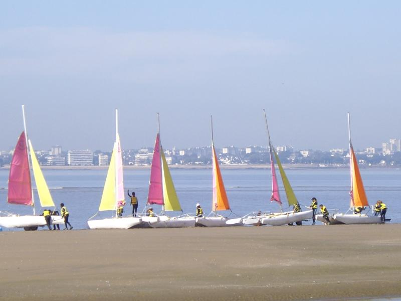 ST-BREVIN L'OCEAN : Natiques Activities and Catamarans on the beach of the ocean