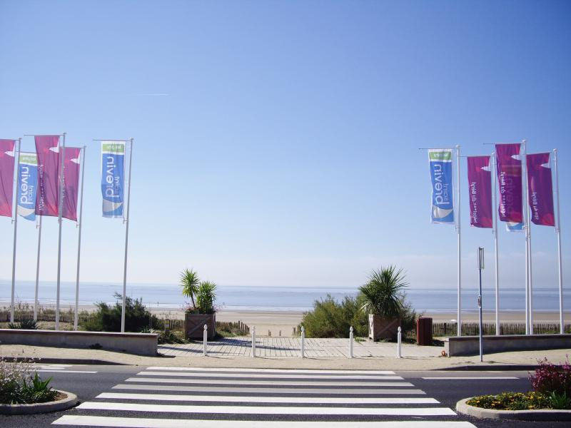 ST-BREVIN L'OCEAN : Access to the beach from the ocean front of the casino