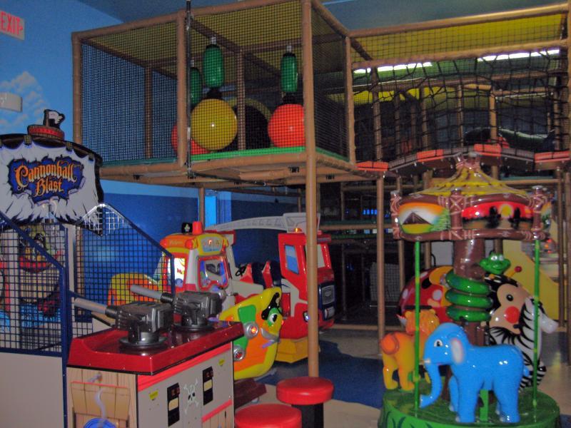 Aire de jeux enfants intérieur sur le thème de pirate