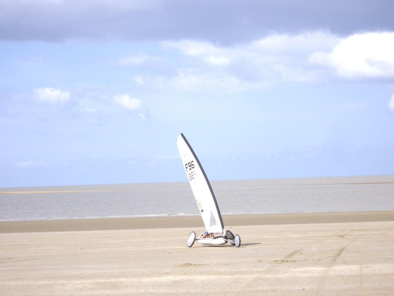 ST-BREVIN L'OCEAN : Sand yachting on the beach for high speed thrills !