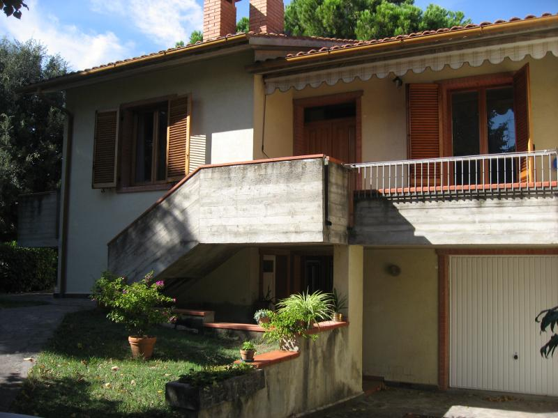 IL TRIANGOLO DELLE MERAVIGLIE, holiday rental in Montecchio
