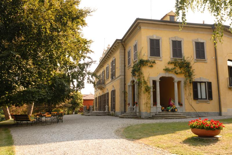 one side of the villa
