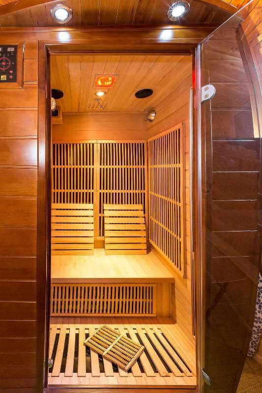 Dentro de la sauna de infrarrojos de Chalet Carpe Diem