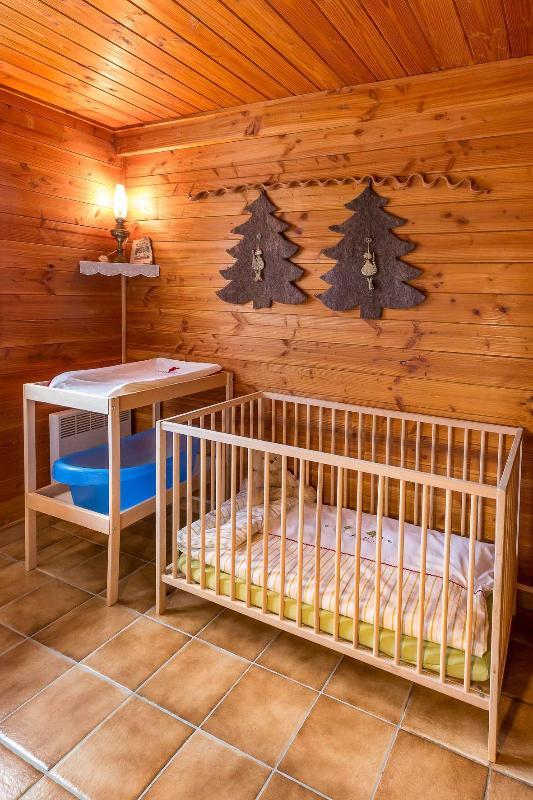 cuna, cambiador y bañera de bebé disponibles bajo petición