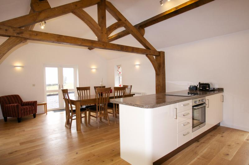 Spacious kitchen with dining area - seats 6