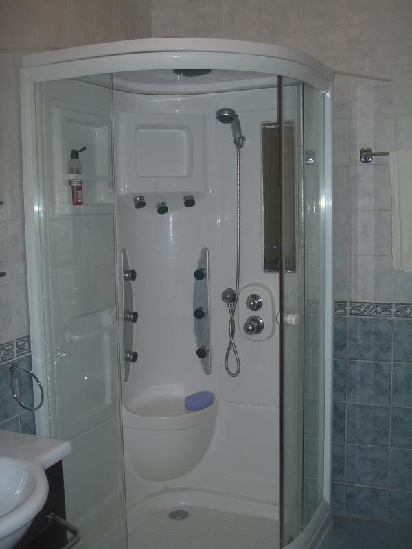 Luxury steam shower with jets