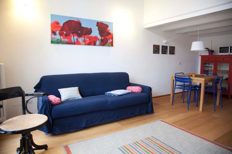 Navigli LOFT, private garden, vacation rental in Barona