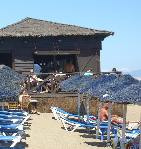 Restaurante en la playa 750 m de Casa Rubo
