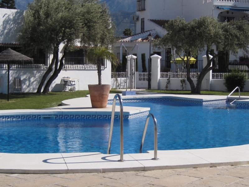 Casa Golden.A beautiful 3 bedroom villa,with AIRCON and  WIFI,in a popular area., holiday rental in Nerja
