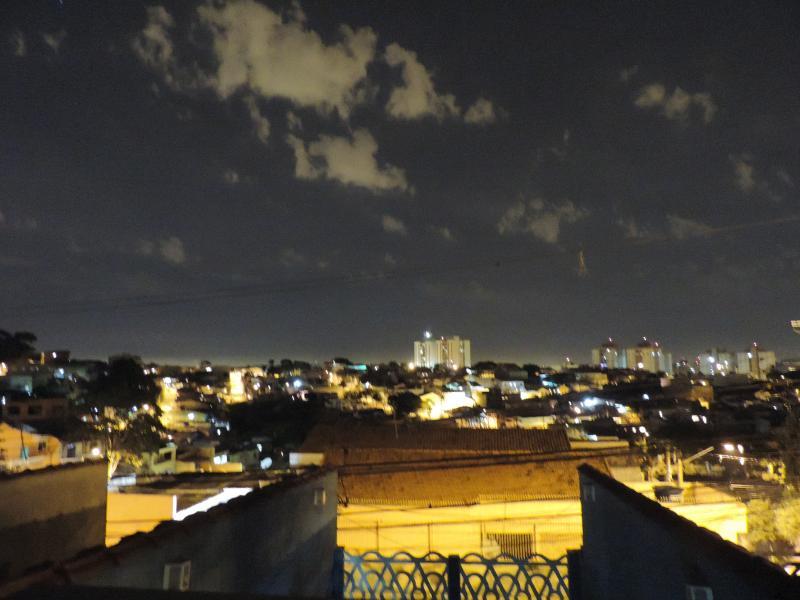 Vista desde el balcón de la casa la noche!!!.