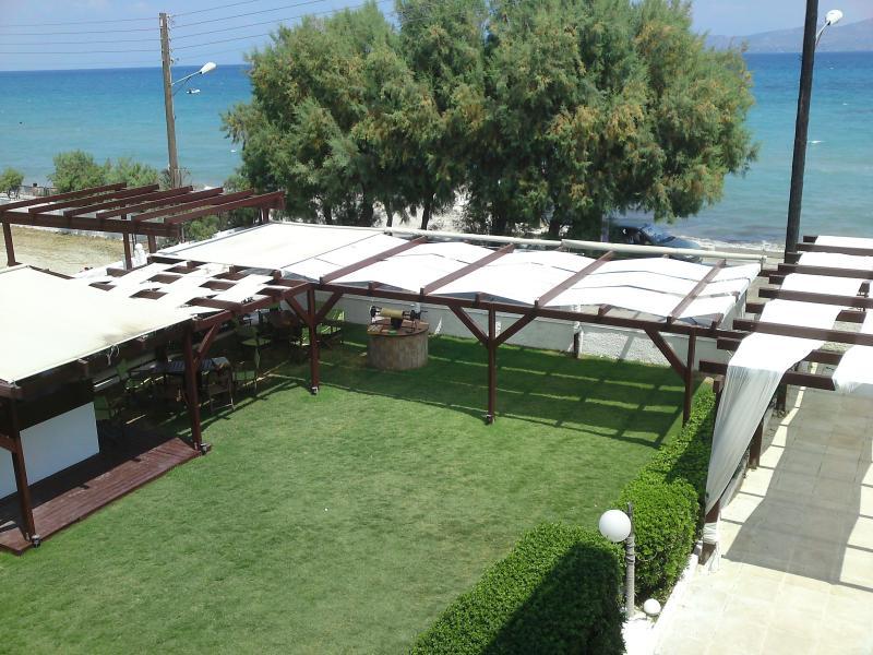 Chris studios & apartments (Premier Apartment), vacation rental in Vrachati