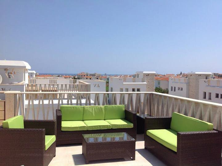 Roof terrace with views of the sea...