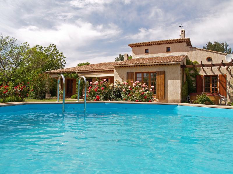Villa de Provence avec Piscine et Jacuzzi, holiday rental in Les Arcs sur Argens