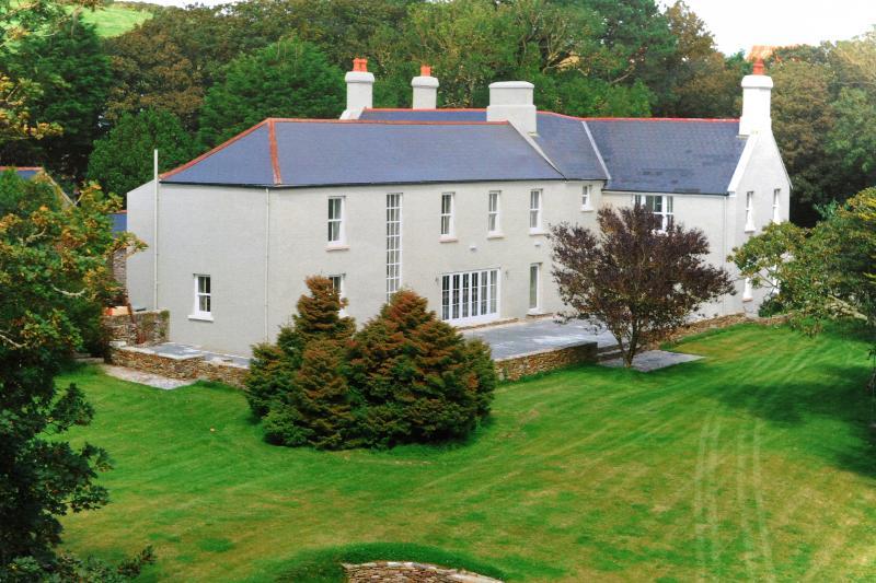Dunowen House