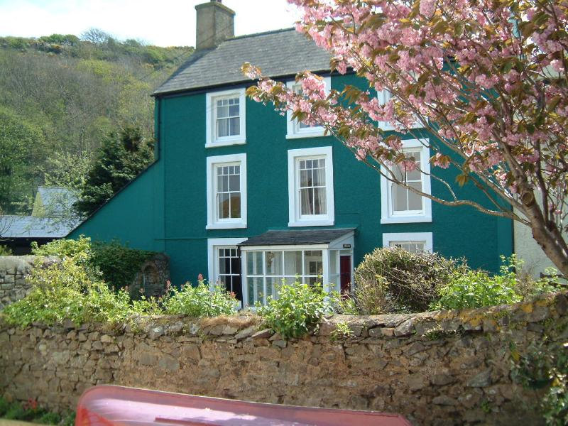 Llys Aber Large Luxury Holiday House By Solva Harbour Pembrokeshire sleeps 10, holiday rental in Newgale