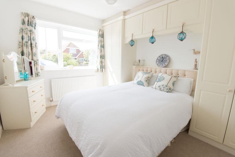 Bedroom 2 - kingsize bed