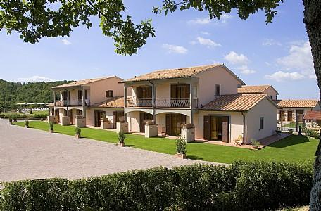 Sorano Villa Sleeps 4 with Pool Air Con and WiFi - 5228818, vacation rental in Elmo