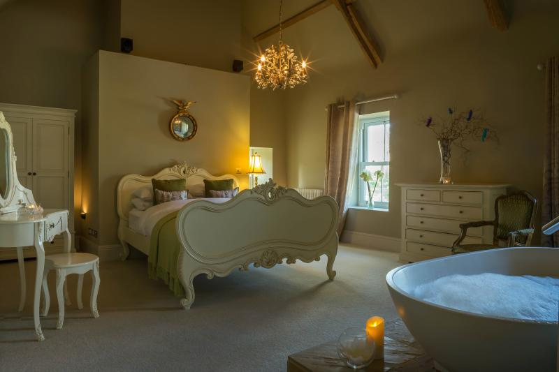 Dunowen House, Clonakilty - Historic Country House, Sleeps up to 23, location de vacances à Rosscarbery