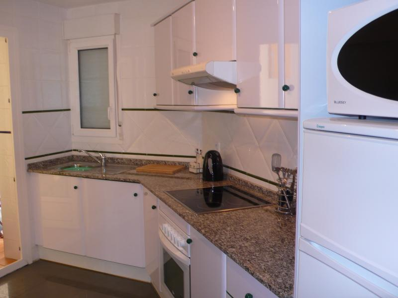 Fully Fitted Kitchen, Modern Tools Including Tassimo Coffee Maker.