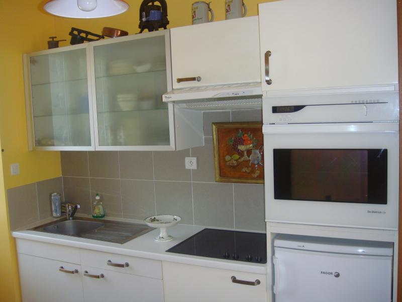 studio dans maison de pierre, holiday rental in Saint-Pierre-le-Chastel