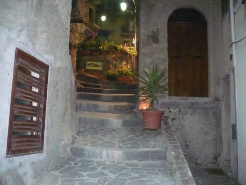 a casa du casteddu - 4 posti (+ 1), secondo piano, vacation rental in Galati Mamertino