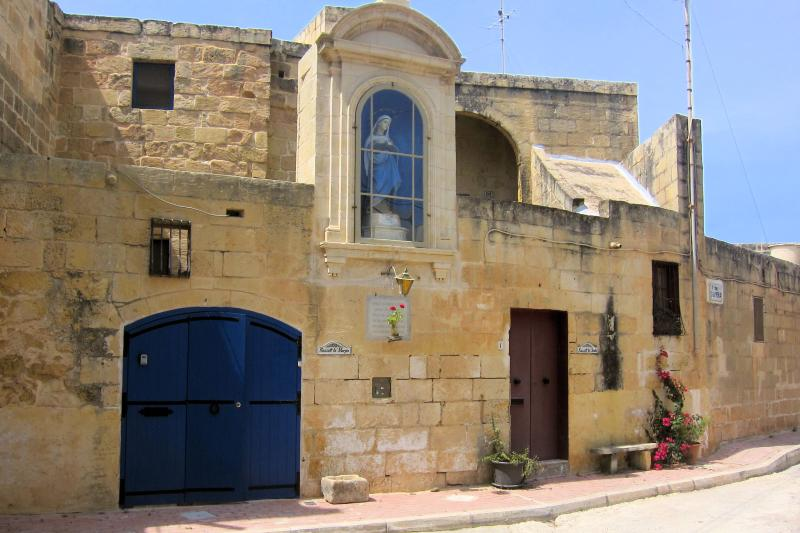 Welcome to Razzett Ta' Marija.  A charming authentic 300 year old Gozitan farmhouse.