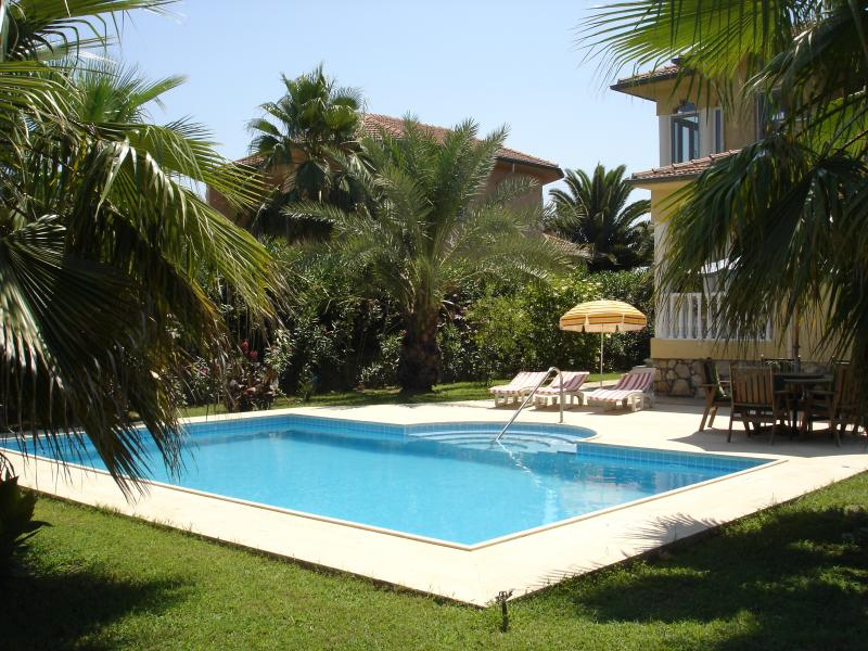 Isolada de piscina e jardim